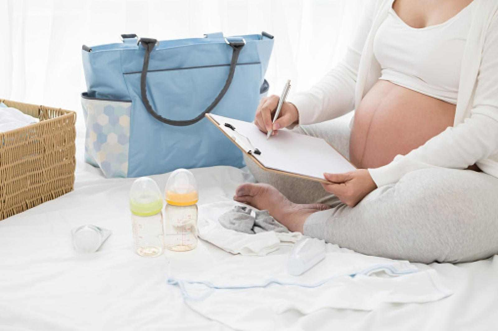 BABY KIT 101- What Should you Carry with you?